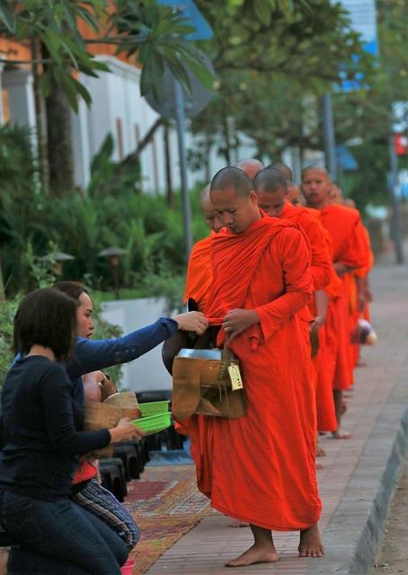 Circuit petit groupe Cambodge Laos Luang prabang quete moine