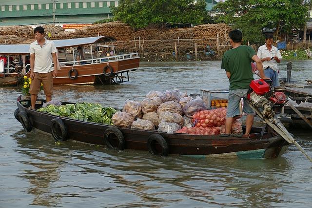 Circuit Vietnam en petit groupe marché flottant mekong