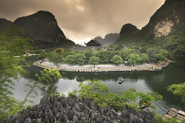 Circuit Vietnam en petit groupe baie halong terrestre